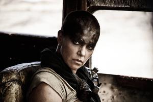 Charlize Theron spelar Furiosa i