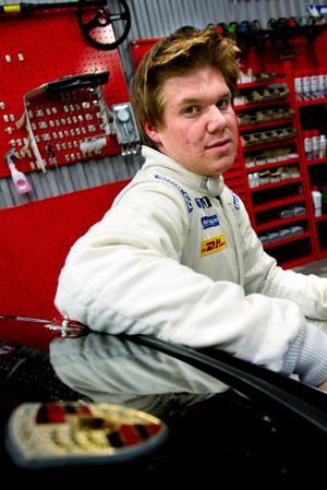 Blickar framåt. För Jens Stark-Juntilla och hans Porsche återstår fortfarande 7 tävlingar innan det är dags att summera säsongen. Foto:Karin Rickardsson