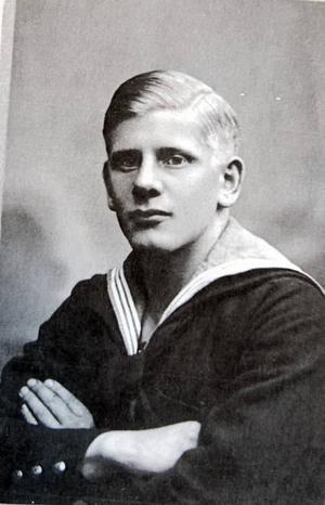 Sven Nilsson som ung och stilig sailor. Med tiden skulle han bli förman på  Gefle Porslin,där han var verksam under ett halvt sekel.