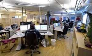 Här på SOS-centralen i Sundsvall kommer operatörerna att bli fler. Samtidigt slutar operatörerna svara på larmnumret 112. Funktionen flyttas istället till andra larmcentraler.