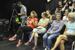 Efter att samtalaledare ställt frågor till panelen fick publiken komma till tals.