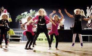 Trendig disko var en av alla dansstilar på julavslutningen.
