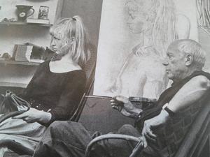 Sylvette David och Picasso i studion i franska Vallauris 1954.
