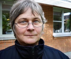 Kerstin Östberg förstår inte hur Försäkringskassan gång efter annan bara stryker ett streck över läkarintygen.