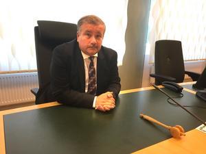 Van vid platsen. Hans-Åke Nygren  var inte överraskad över sommarstugemordfallet, men däremot över uppmärksamheten i medierna.