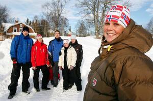 """""""Vi blir de första som öppnar en personalägd förskola i Jämtland"""", säger Nina Modig. I bakgrunden syns Andreas Eriksson, Sofie Söderberg, Thomas Andersson, Ann-Charlotte Svärd och Angelica Svedberg."""