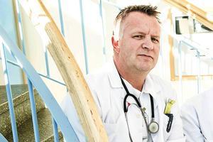 – Problemen är att vi har ökade kostnader för riks- och regionvård och att vi har höga stafettkostnader, säger Leif Ehlin, sekreterare i Ångermanlands läkarförening.