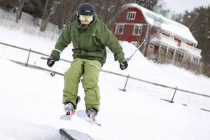 Fredrik Tinnsten, tio år, hade tagit på sig slalomskidorna för att göra lite trick i parken med rails.