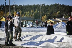 I april i år göts kantbalken till fotbollshallen med hjälp av 750 kubik betong.
