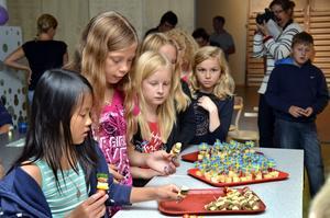 Tilltugg. Beata Vidstedt, Wilma Stenman, Maja Karlsson och Amalia Malmrot tycker att det är roligt att börja i den nya skolan. Det var rätt så trångt i den gamla.