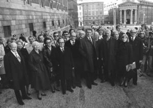 Regeringen Fälldin, året var 1976. Gruppbild utanför regeringsbyggnaden.