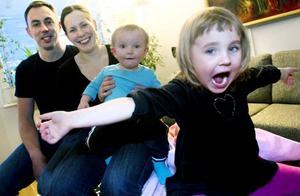 Fyra plus. Therese Enberg och hennes familj flyttade till Gävle från Stockholm 2009 och bidrog till den stora befolkningsökningen det året. Förra året orsakade de också en plussiffra, genom familjens yngsta tillskott Gustav.