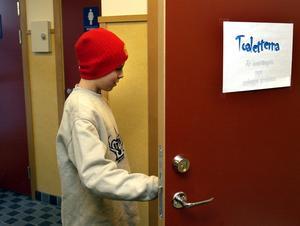 Elever utsatta. Ostädade och osäkra toaletter försämrar arbetsmiljön för många elever.Foto: Scanpix/TT