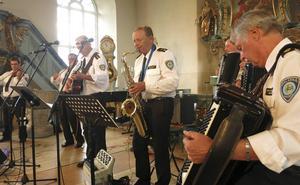 Dalapolisens spelmän gav sin tribut till gammaldansen under Stöde musikvecka.