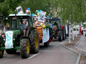 Traktorkortegen gick genom Leksand.