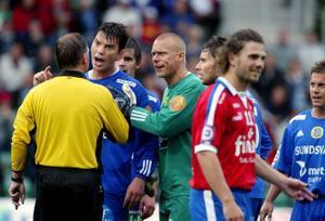 Johan Andersson fick inte chansen att avgöra i slutsekunderna eftersom domaren, Åke Andreasson blåste av matchen precis när han skulle slå frisparken. Klart att Andersson hade en del synpunkter på det.
