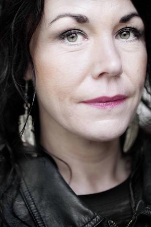 Maria Sveland förklarar kvinnolivets begränsningar.   Foto: Elis Hoffman