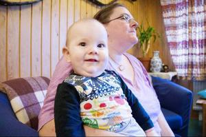 Ludvig Lusth och hans mamma Mona Jönsson Lusth trivs på Familjecentralen i Svenstavik.