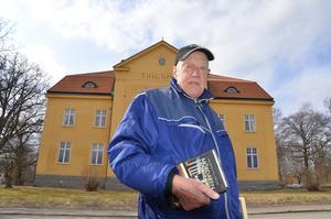 Polismannen. Stig Johansson tjänstgjorde vid polisen i Fjugesta när Rut Lind anmäldes försvunnen. Polisstationen låg i det gamla tingshuset.