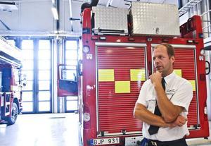 Räddningschefen Jan-Erik Jansson berättar om den nya skärsläckaren.