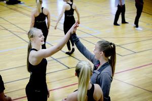 Mikaela Jörhag och Elvira Wictorsson har all anledning till att göra high five.