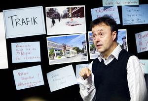 – Ska man kunna ha spårvagn i framtiden behöver man planera för spåren i dag, sa Lars Igeland som redovisade trafikförslagen.