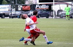 Fällningen av HuFF:s Fredrik Boman gav matchens andra röda kort