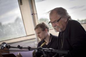 Johan och Thomas Jutterström bjöd på en rofylld musikresa tillsammans med Linda Olah och Ove Lundström.