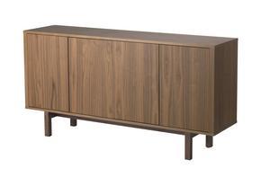 Sideboard i valnötsfanér att ställa bakom den fria soffryggen ut mot matrummet. 3 995 kronor hos Ikea.