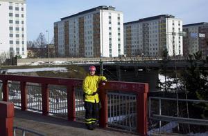 Per-Eric Goth, dåvarande brandmästare i Borlänge, var först på plats vid gasololyckan i centrala Borlänge i april 2000. Bilden togs ett år efter olyckan.