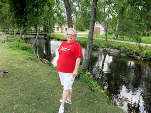 – Klart vi ska hjälpa ungarna som vill fiska, säger Anne Persson, som driver Time-butiken.