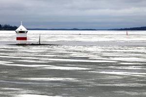 Mälarens is är mycket förrädisk just nu. FOTO: PER G NORÉN