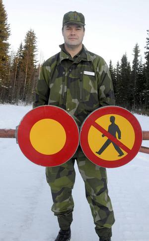 Kommendörkapten Biva Rådström, utbildningschef för Fältjägargruppen, uppmanar allmänheten att följa de restriktioner som finns vid Dagsådalens skjutfält.