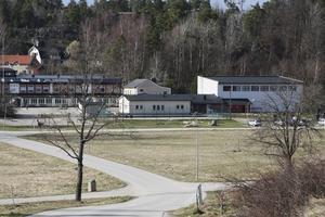 Genom att stänga skola i Stora Vika lägger den socialdemokratiskt ledda kommunledning
