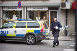 Nygatan spärrades av efter rånet och flyktförsöket.