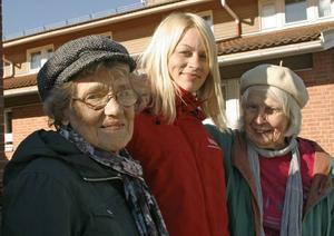 De kan säkerhet. Svea Westlund från PRO, Linda Strand, arbetsterapeut och Mainy Englén Wahlqust från SPF, gav mer än ett råd till äldre om säkerhet under fredagen.