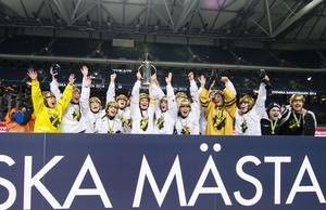 2014 firade AIK senaste SM-guldet. Nu drar sig laget ur elitserien.
