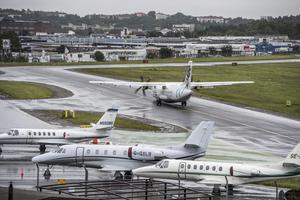 Regeringen har beslutat att utredningen om att lägga ned Bromma flygplats i Stockholm stoppas.