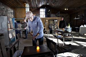 Bröderna Erlandsson startade förra veckan upp smältugnen i Högbo igen.