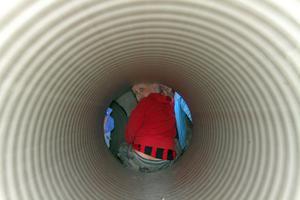 'Jag ska till Kina' sa Melker och försvann in i tunneln men som tur var så var den inte så lång utan han var snart ute igen.