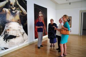 Per Wirtén, Py Bäckman, Gunnar Hjelm och Susanne Wigorts Yngvesson reflekterar över Lita Cabelluts bild av döden i utställningen Blind Mirrors.