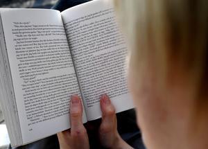 Vad står det? Att en elev förstått vad hon eller han läst borde vara A och O, oavsett om det är på lektionen eller vid ett nationellt prov.foto: scanpix