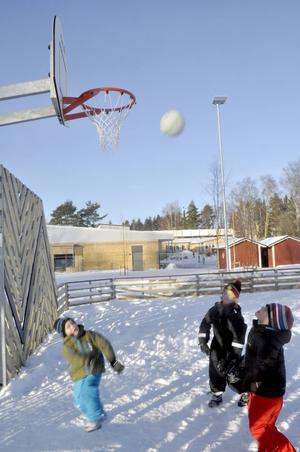Att spela basket är en möjlighet på arenan.