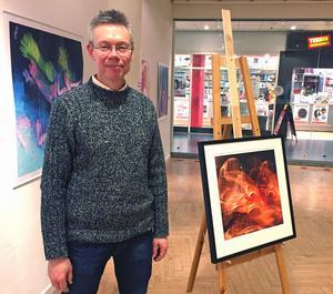 Robert Ferm i sitt galleri i Gallerian