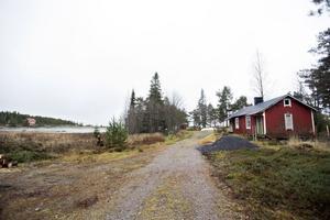 Olle Bylunds förra sommarstuga, halvan till höger var Olles del.