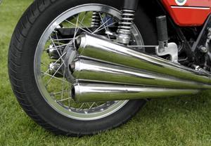 Sexpipigt. Visst ska det synas att motorn på Benelli 750 Sei har sex cylindrar. I år fyller märket 100 år.