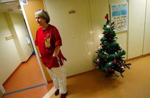 """På julaftonens eftermiddag var cirka fem barn kvar på barnavdelningen. """"En del barn har fått åka härifrån bara under julhelgen, eller så har de fått permission att åka hem några timmar under dagen"""", säger sjuksköterskan Anki Söneby."""
