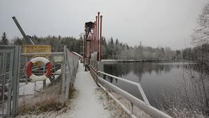 Osäker gångbro. Piren vid Semla har under många år varit i behov av upprustning. Nu hoppas dess ägare Strömsholms Kanal AB finna en lösning på problemet.