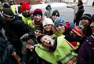 Foto: LARS WIGERT Stortrivdes med Big-dag. Brynässkolans elever tillbringade förmiddagen med bandy och andra lekar för att stärka sammanhållningen. Eleverna i Big stod för programmet.