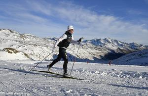 Charlotte Kalla under ett träningsläger i Val Senales där finskorna använde syrgasmasker. Nu kritiseras SOK:s förbud mot maskerna: